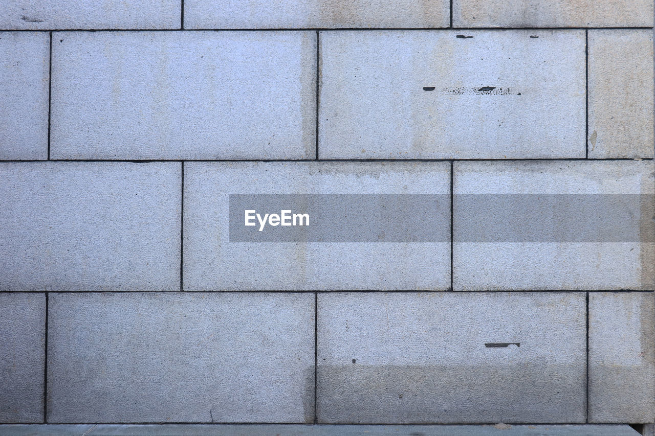 full frame, backgrounds, pattern, wall - building feature, built structure, no people, gray, architecture, textured, block, day, block shape, close-up, in a row, wall, outdoors, tile, repetition, concrete, shape