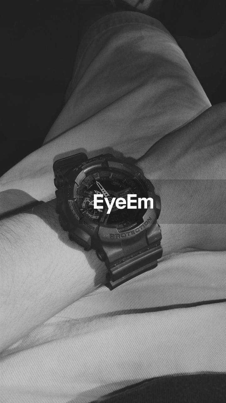 human hand, human body part, one person, real people, time, fashion, watch, wristwatch, men, indoors, close-up, day, people