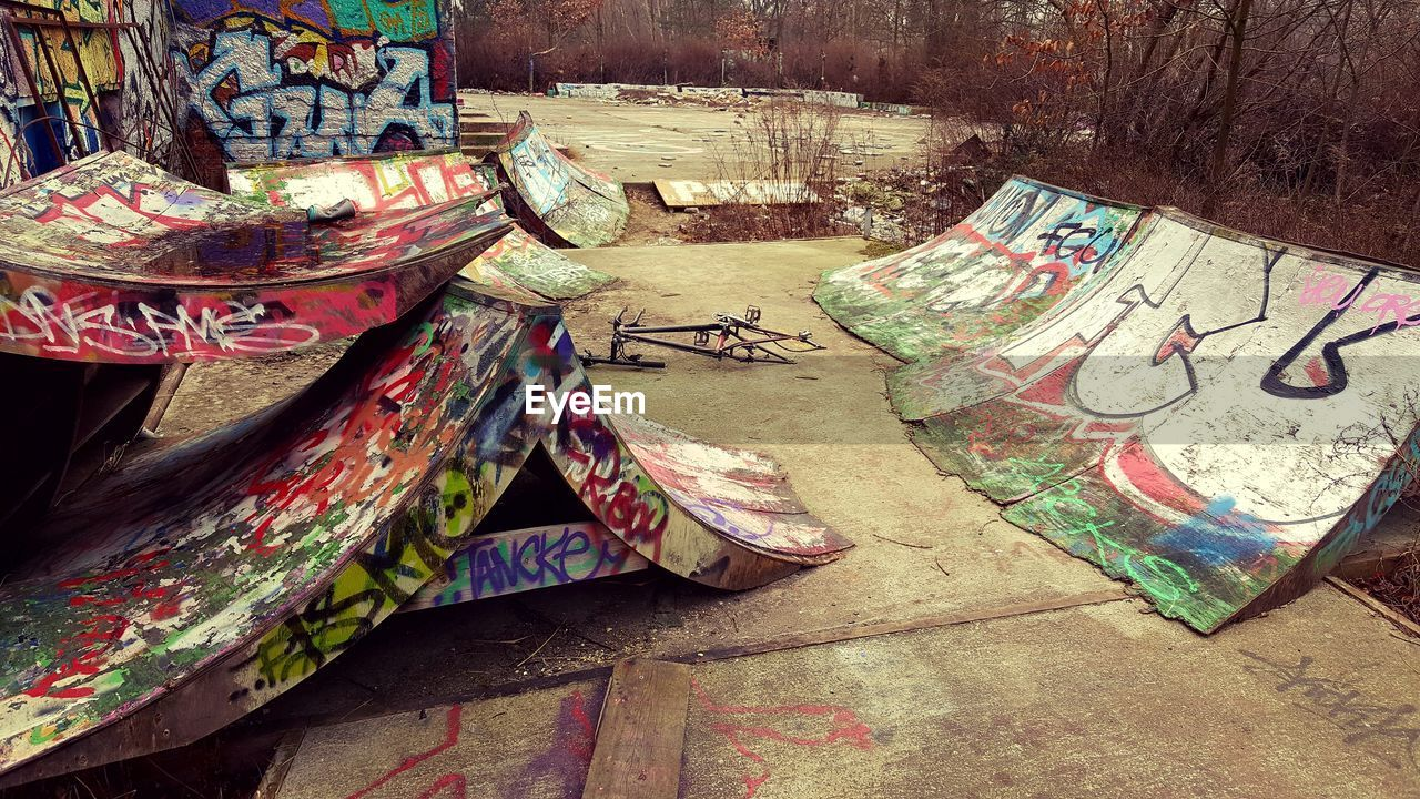 graffiti, no people, creativity, multi colored, day, art and craft, tree, plant, outdoors, wall - building feature, nature, architecture, representation, craft, built structure, pattern, paint, absence, wood - material, wall, floral pattern