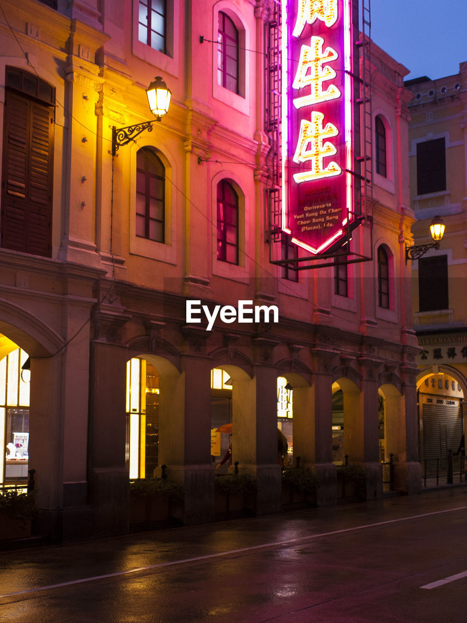 illuminated, architecture, building exterior, night, communication, built structure, outdoors, no people, city, neon