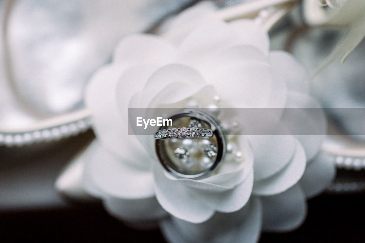 close-up, jewelry, ring, diamond - gemstone, selective focus, focus on foreground, indoors, no people, white color, engagement ring, luxury, wedding ring, still life, reflection, celebration, emotion, event, fashion, wedding, wealth, precious gem, personal accessory, silver colored