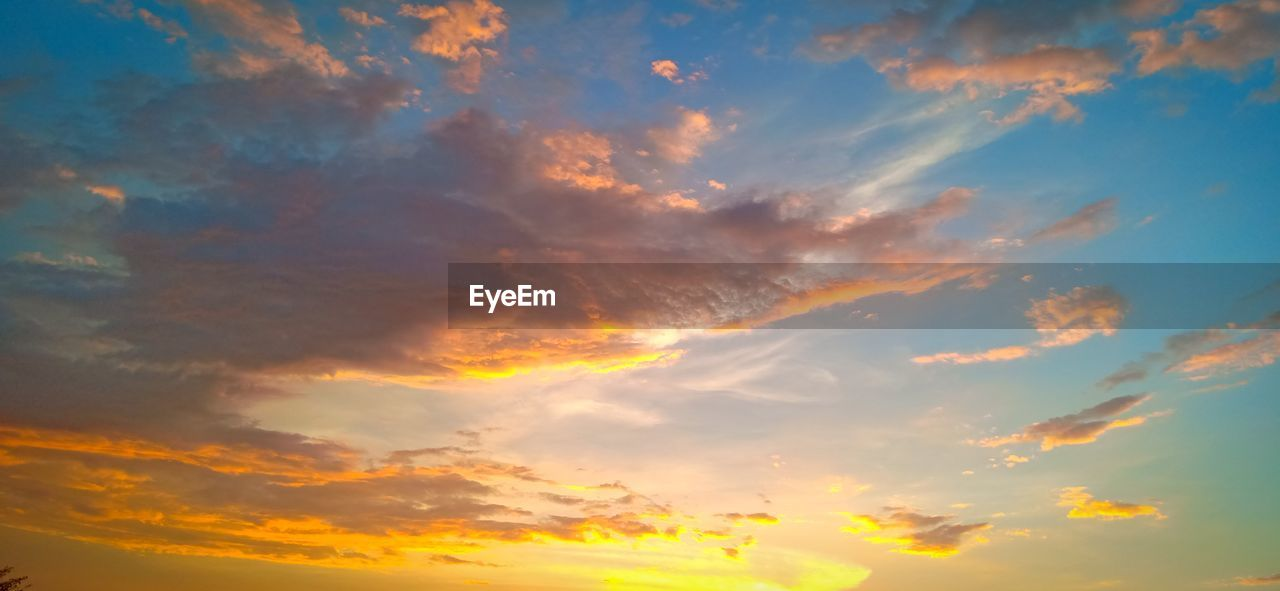 cloud - sky, sky, sunset, beauty in nature, scenics - nature, tranquility, tranquil scene, orange color, low angle view, nature, idyllic, no people, backgrounds, outdoors, dramatic sky, full frame, cloudscape, sunlight, non-urban scene, meteorology