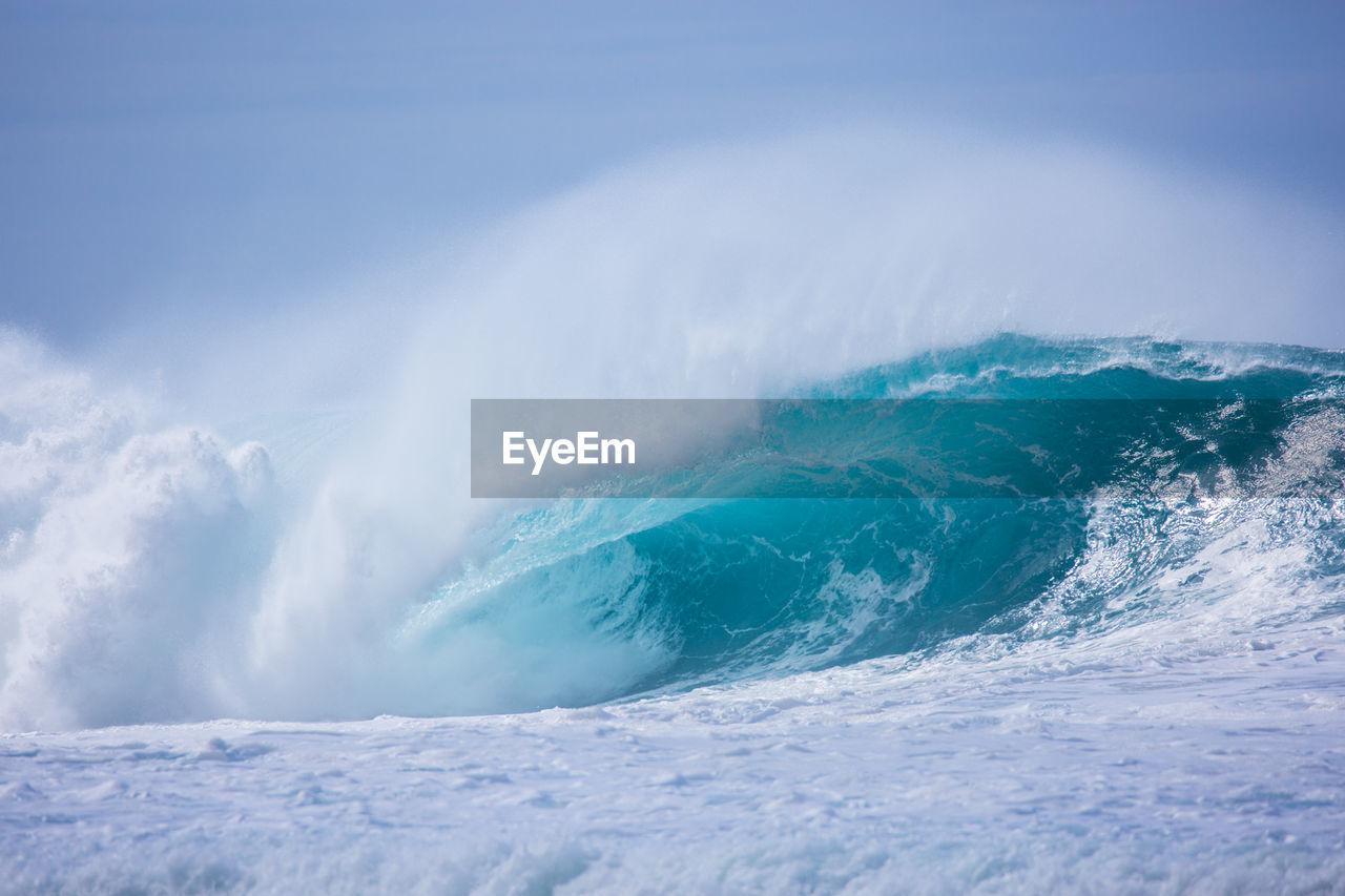 Splashing ocean waves