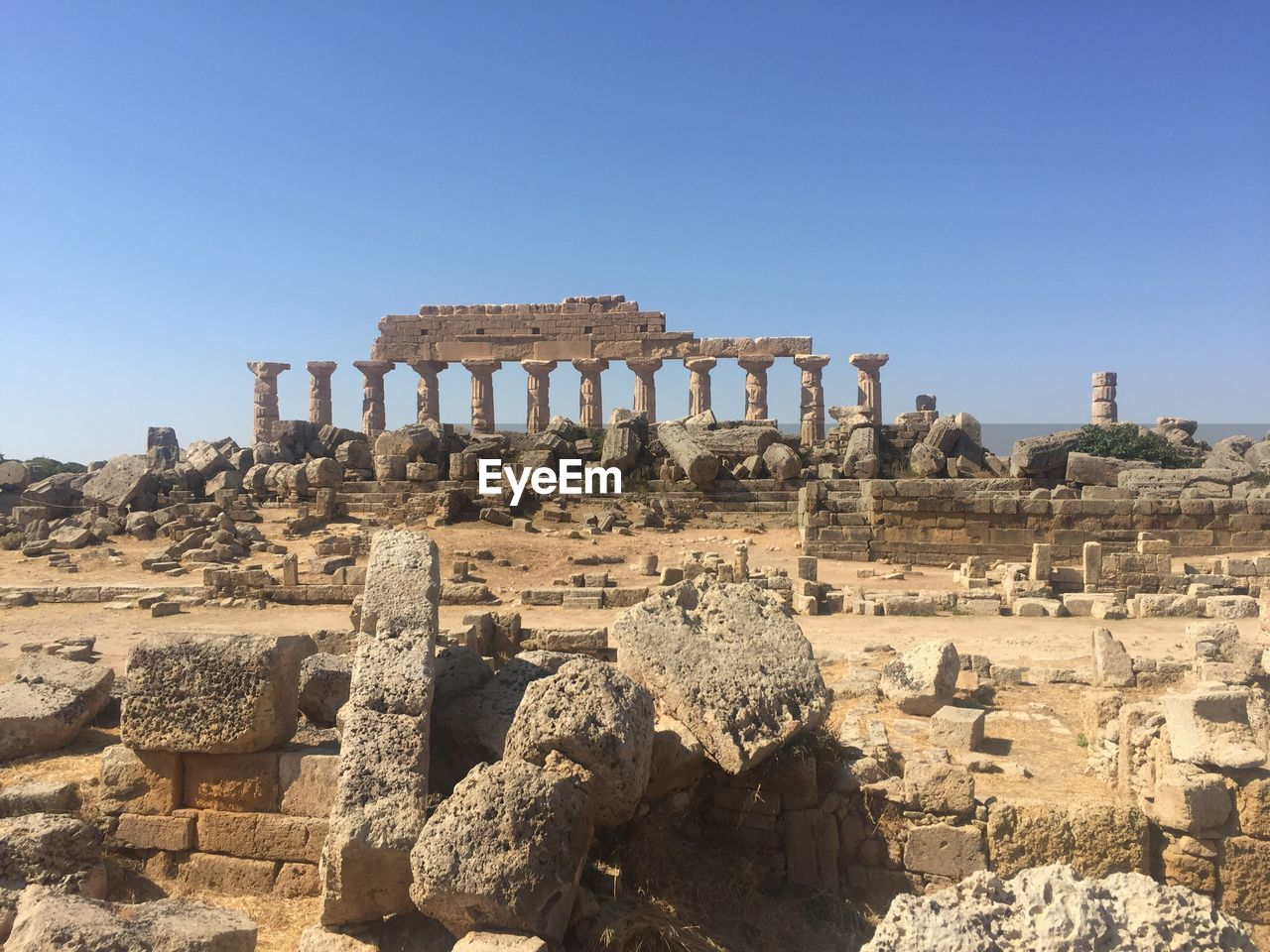history, the past, ancient, sky, architecture, old ruin, built structure, clear sky, ancient civilization, tourism, travel, travel destinations, nature, day, no people, solid, sunlight, old, copy space, damaged, archaeology, architectural column, ruined, outdoors, deterioration, ancient history