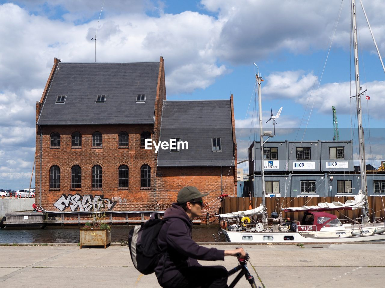 MAN IN BOAT AGAINST BUILDING IN CITY