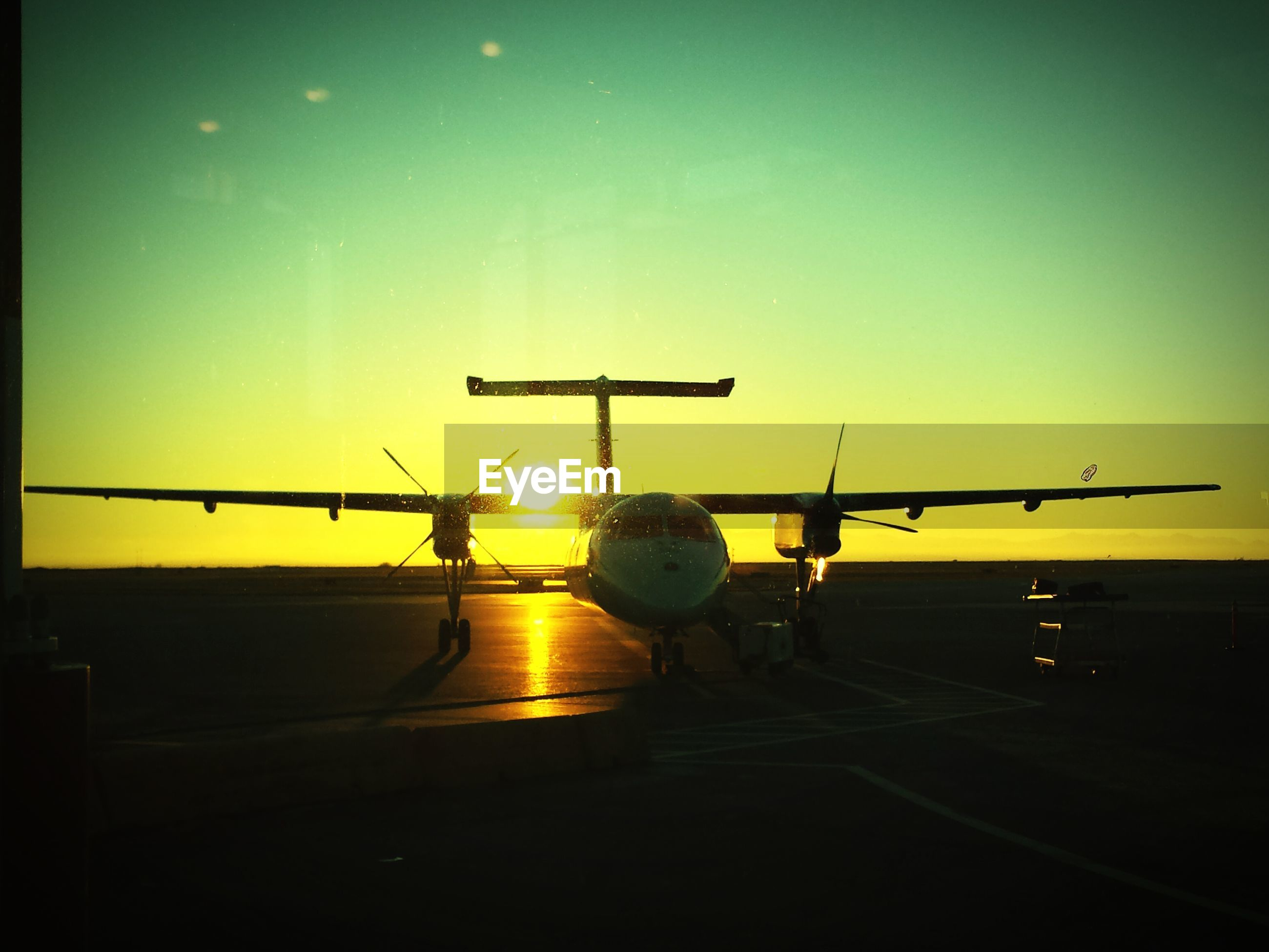 transportation, sunset, mode of transport, clear sky, copy space, transfer print, orange color, silhouette, auto post production filter, sky, yellow, land vehicle, nautical vessel, travel, airport, airplane, outdoors, sun, car, dusk