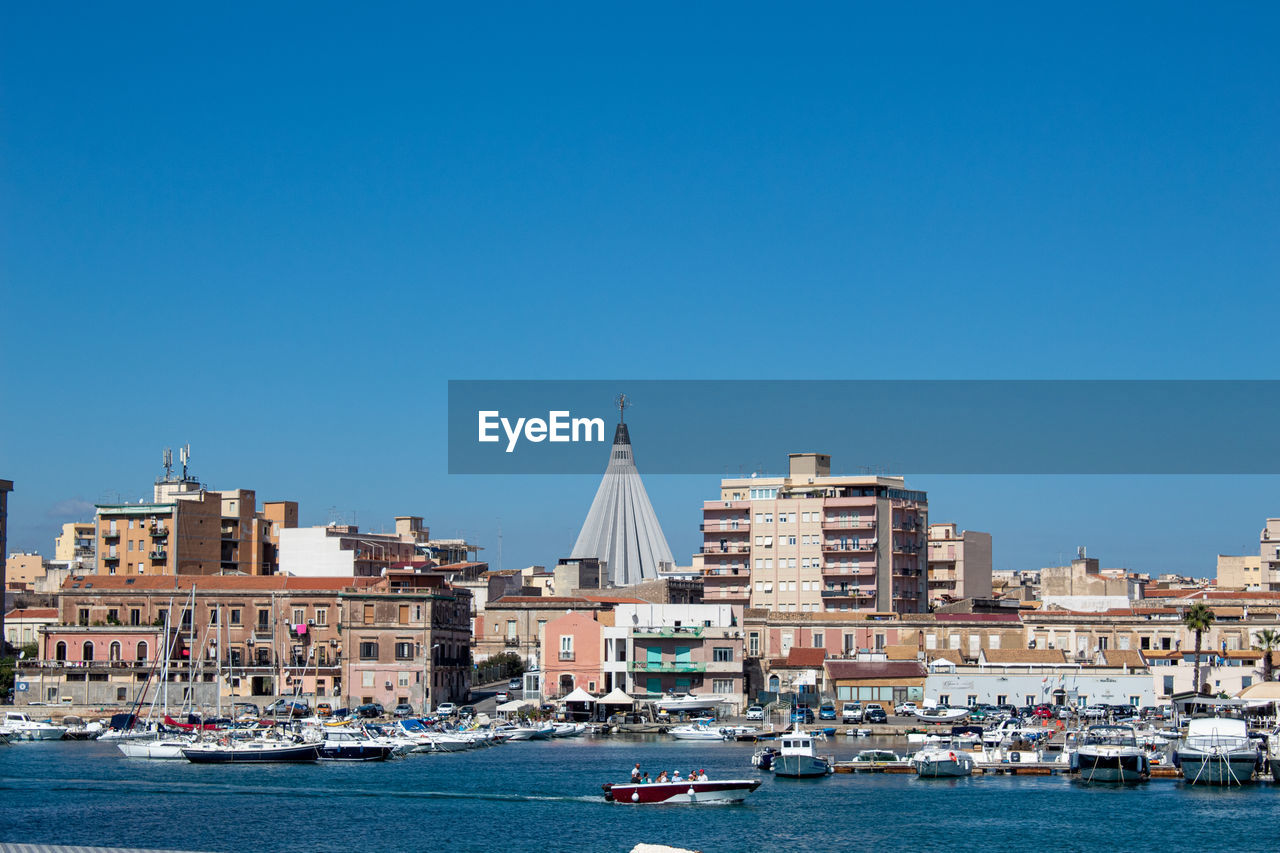 The maritime part of syracuse shows its splendid main church in the shape of a teardrop