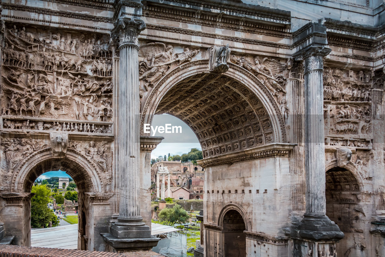 arch, architecture, built structure, history, the past, travel destinations, building exterior, tourism, travel, day, triumphal arch, ancient, city, old, architectural column, no people, old ruin, monument, low angle view, outdoors, ancient civilization, ruined, archaeology, arched, ancient history