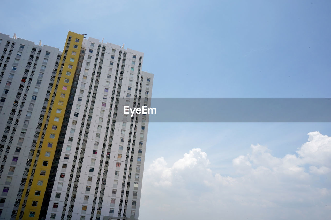 sky, built structure, building exterior, architecture, low angle view, building, cloud - sky, city, nature, day, no people, outdoors, office building exterior, office, tall - high, skyscraper, tower, window, residential district, modern, apartment