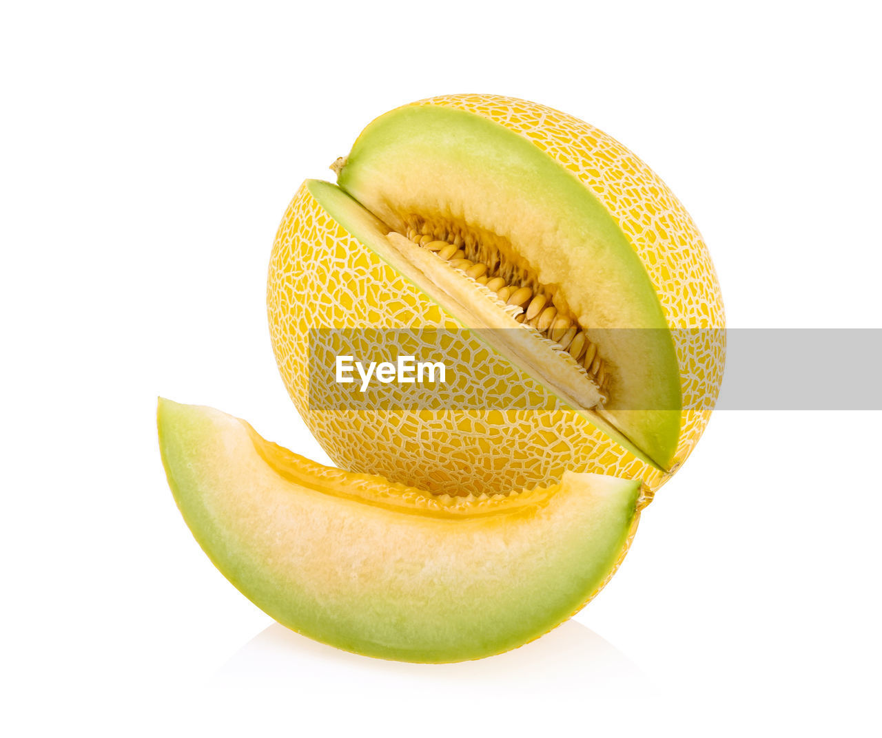 studio shot, white background, fruit, wellbeing, food and drink, still life, freshness, slice, healthy eating, indoors, food, cut out, close-up, cross section, no people, green color, yellow, citrus fruit, halved, copy space, ripe