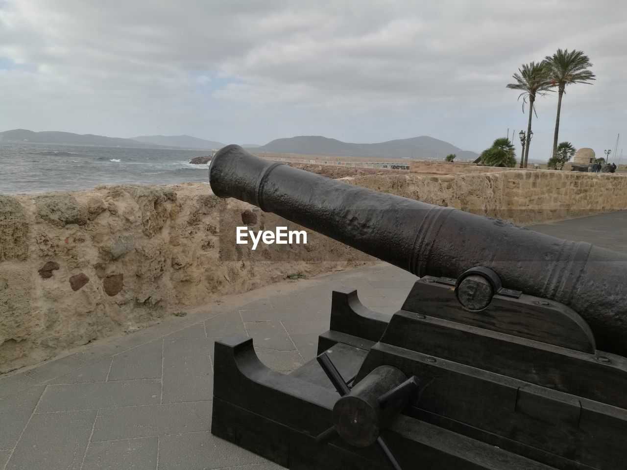 history, weapon, cannon, canon, sea, tourism, fort, military, travel destinations, the past, sky, war, cloud - sky, travel, hand-held telescope, ancient, beach, old-fashioned, scenics, sand, nature, day, outdoors, water, no people, coin-operated binoculars, close-up