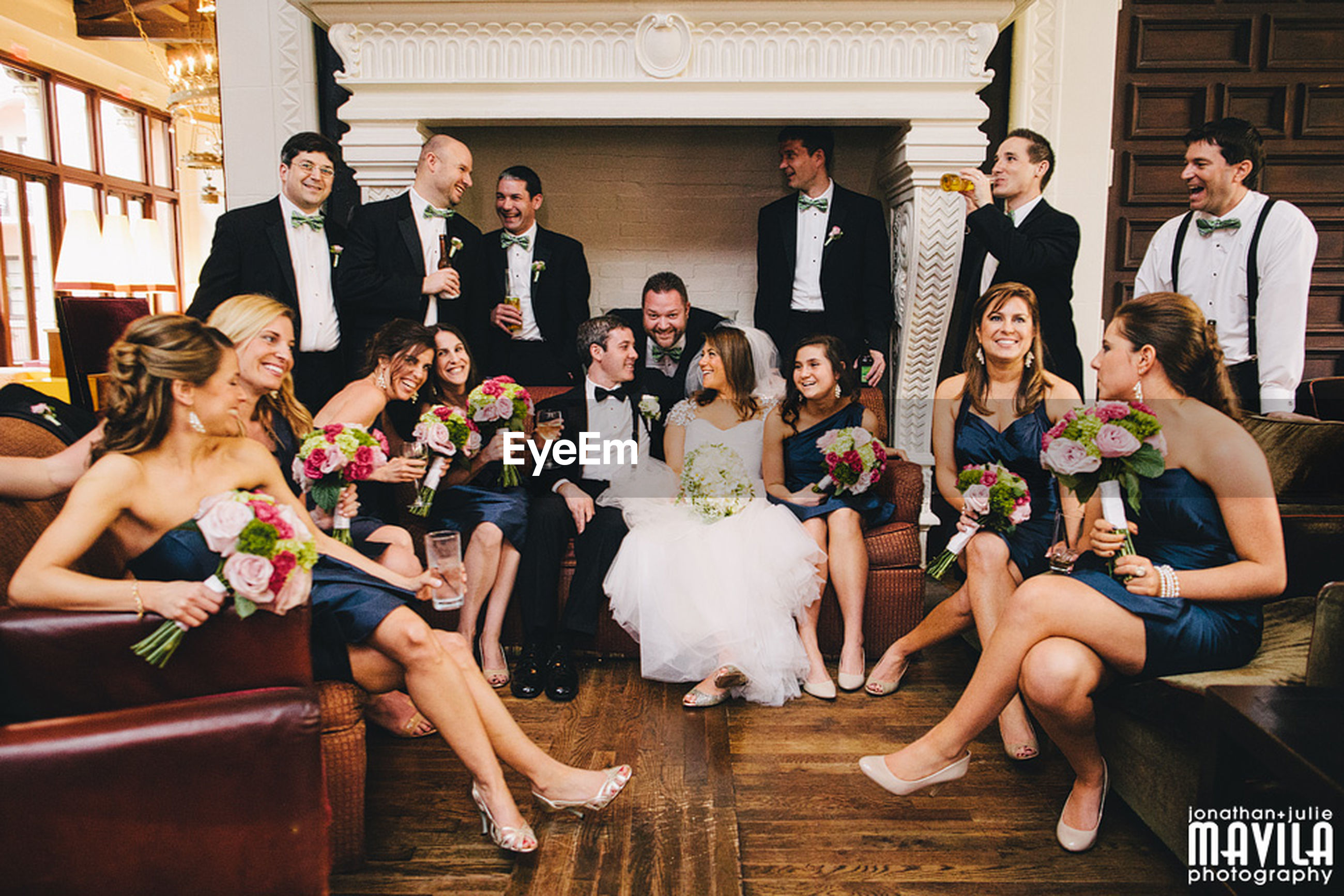lifestyles, indoors, togetherness, leisure activity, young adult, young women, casual clothing, person, friendship, standing, happiness, front view, men, large group of people, fun, bonding