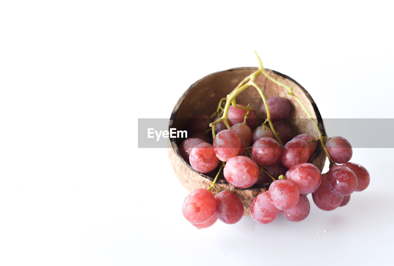 healthy eating, fruit, food and drink, food, wellbeing, freshness, studio shot, white background, still life, copy space, indoors, close-up, red, cut out, no people, group of objects, berry fruit, bowl, group, large group of objects, ripe, lychee
