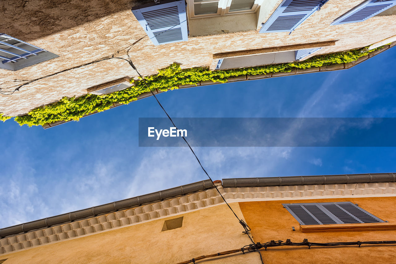 architecture, building exterior, built structure, low angle view, house, outdoors, sky, day, no people, nature