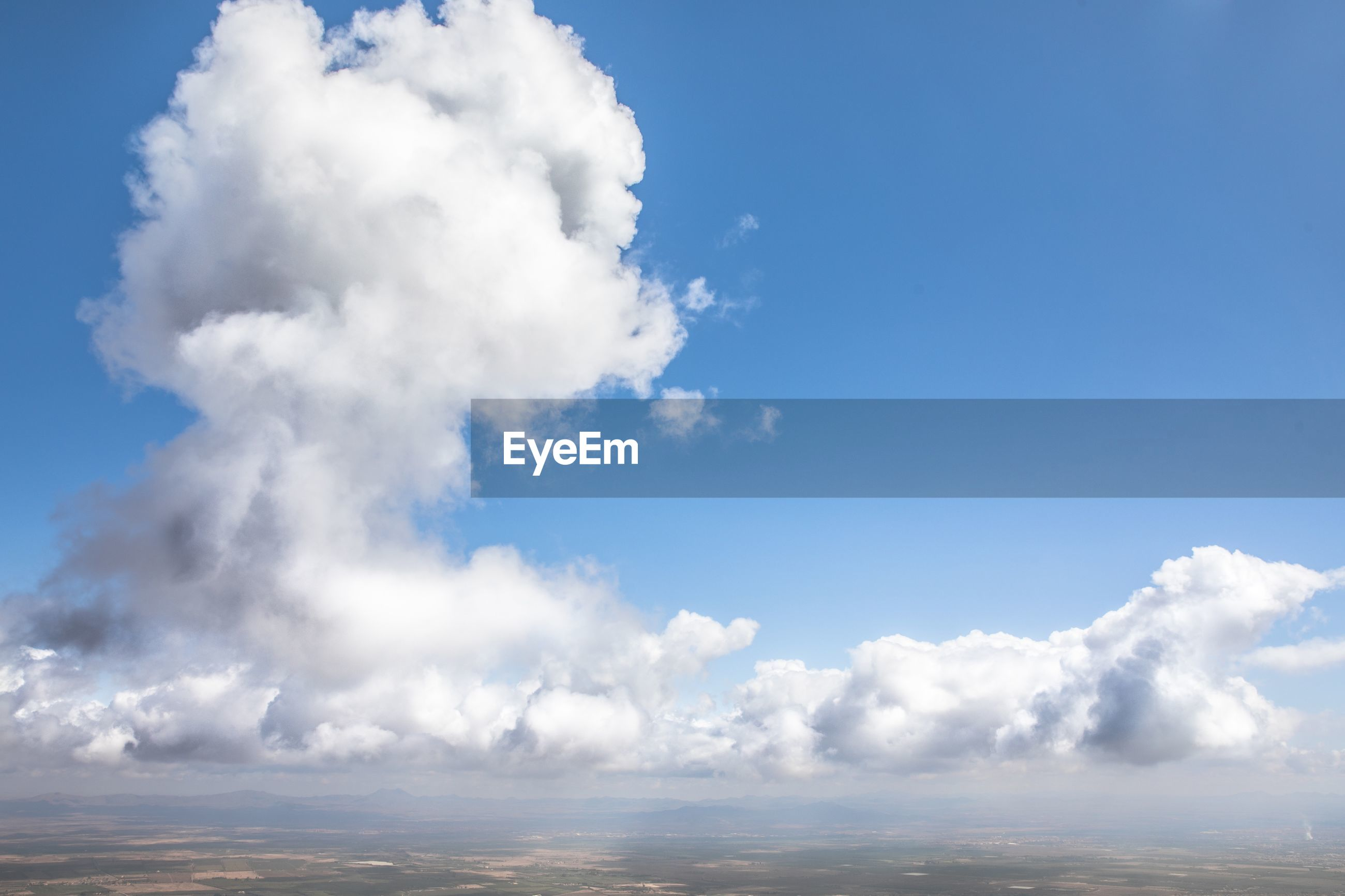 LOW ANGLE VIEW OF CLOUDS IN SKY OVER SEA