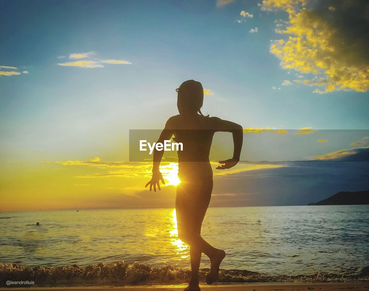 sky, sunset, water, sea, beauty in nature, real people, lifestyles, one person, scenics - nature, cloud - sky, beach, land, nature, silhouette, standing, leisure activity, full length, horizon over water, horizon, outdoors, teenager, self improvement