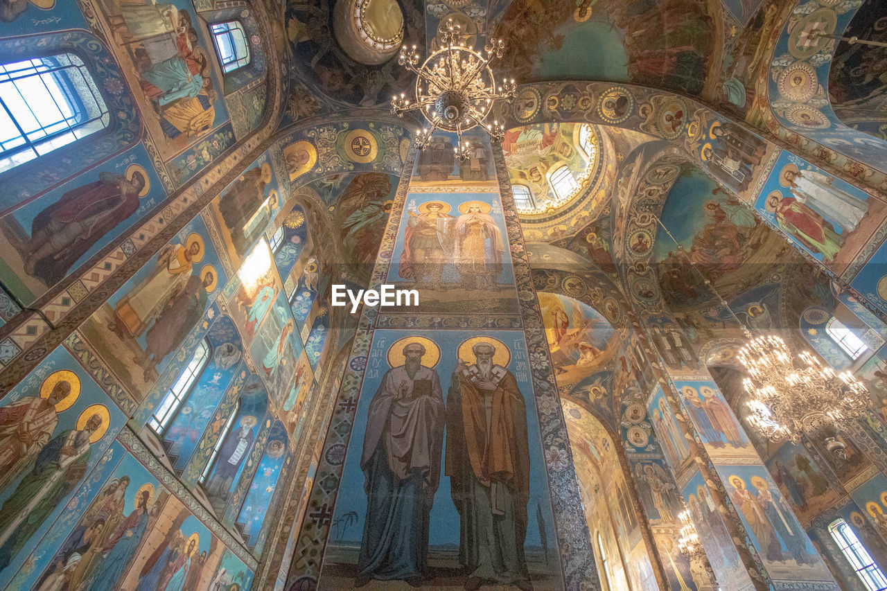 human representation, representation, religion, low angle view, belief, architecture, art and craft, place of worship, male likeness, indoors, spirituality, sculpture, female likeness, built structure, statue, mural, creativity, ceiling, no people, cupola
