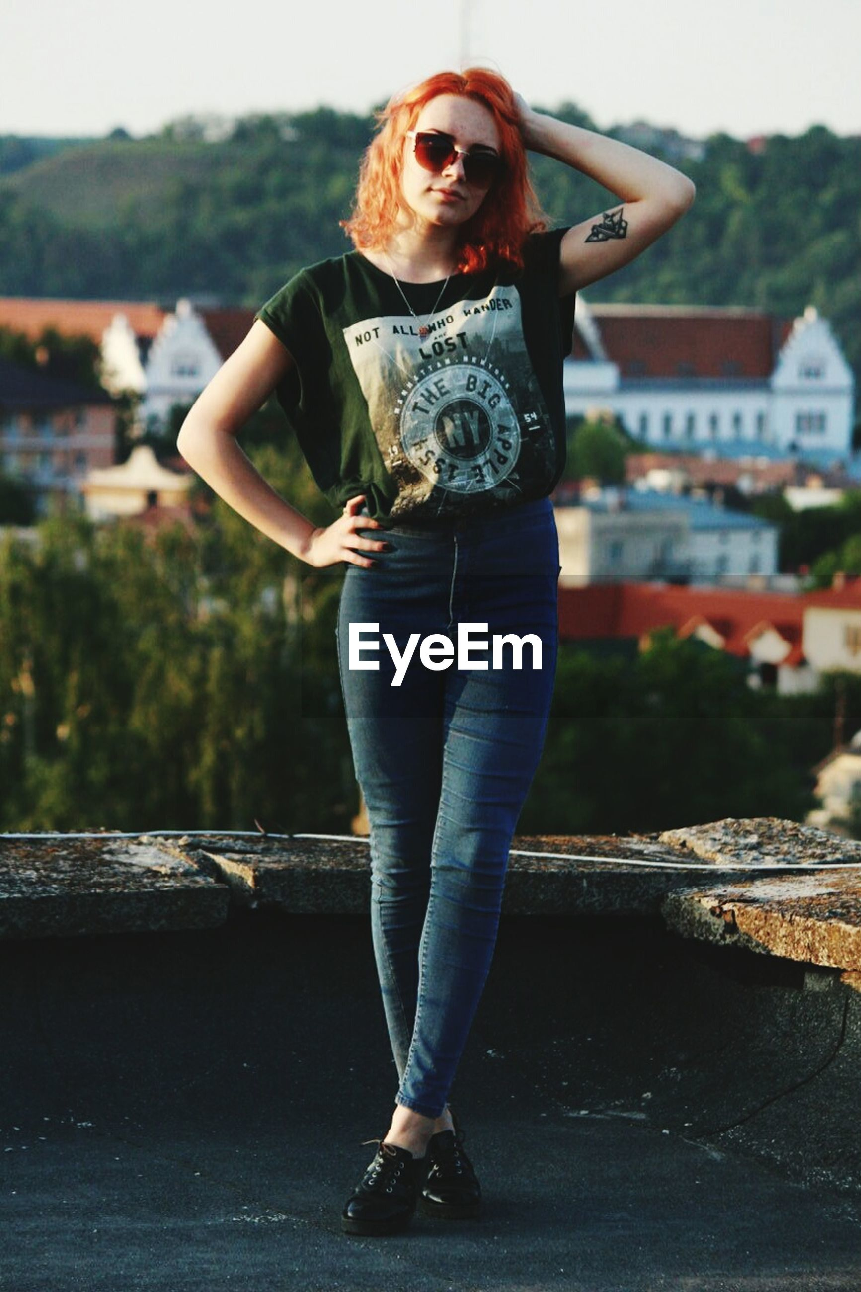 young adult, person, casual clothing, lifestyles, full length, looking at camera, young women, portrait, leisure activity, front view, sunglasses, standing, smiling, building exterior, focus on foreground, fashion, happiness