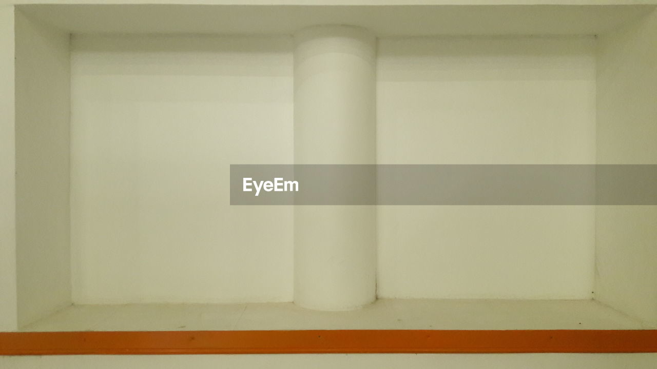 indoors, architecture, white color, no people, built structure, wall - building feature, domestic room, flooring, copy space, architectural column, home interior, day, geometric shape, wall, white, close-up, absence, empty, building, blank