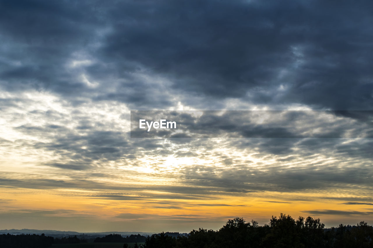 sunset, beauty in nature, sky, nature, cloud - sky, scenics, tranquil scene, tranquility, atmospheric mood, silhouette, dramatic sky, no people, weather, outdoors, tree, day