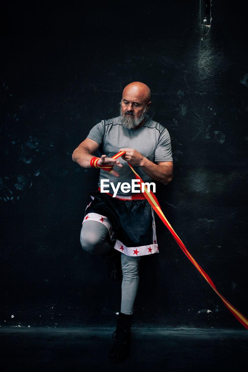 FULL LENGTH OF MAN LOOKING AT CAMERA