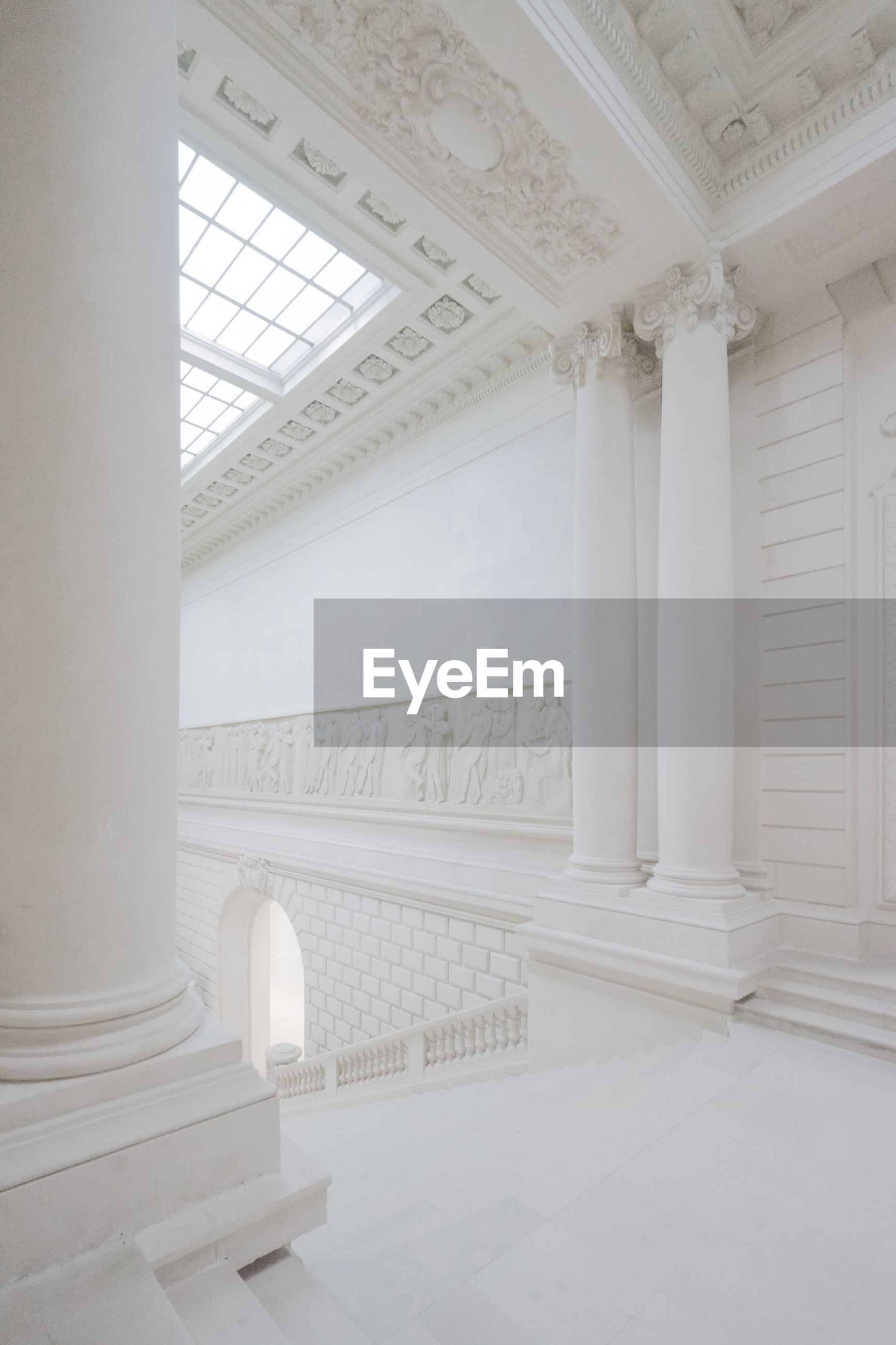 architecture, indoors, architectural column, built structure, dome, no people, government, day