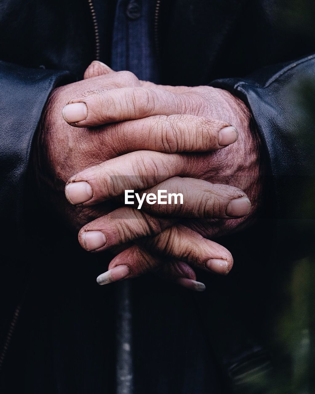 human hand, one person, real people, holding, human body part, men, midsection, front view, close-up, lifestyles, indoors, day, one man only, adult, people