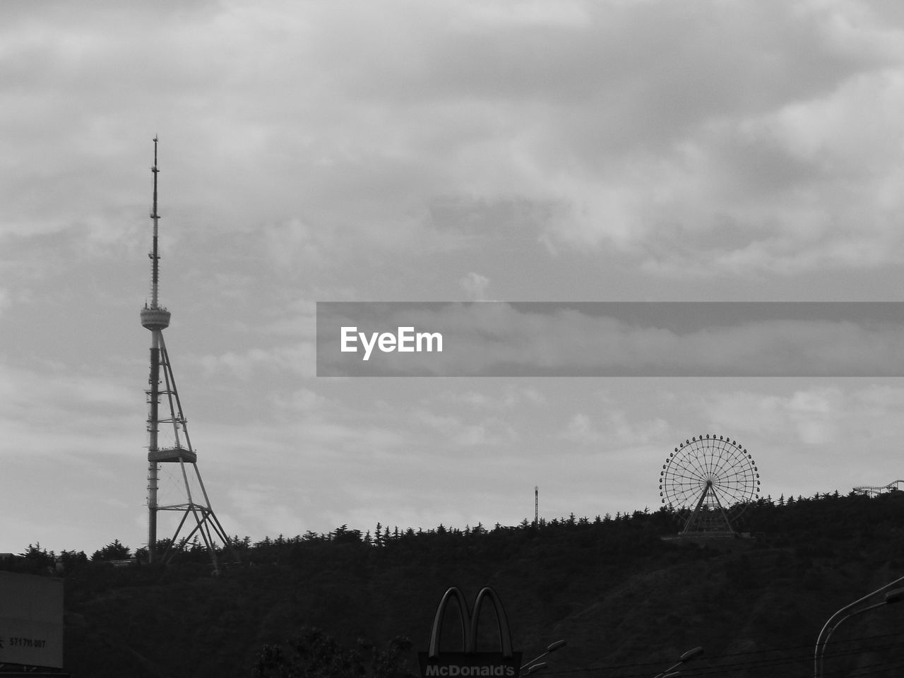 sky, technology, built structure, cloud - sky, ferris wheel, architecture, wind power, satellite dish, wind turbine, outdoors, no people, day, windmill, building exterior, telecommunications equipment, global communications, nature, industrial windmill
