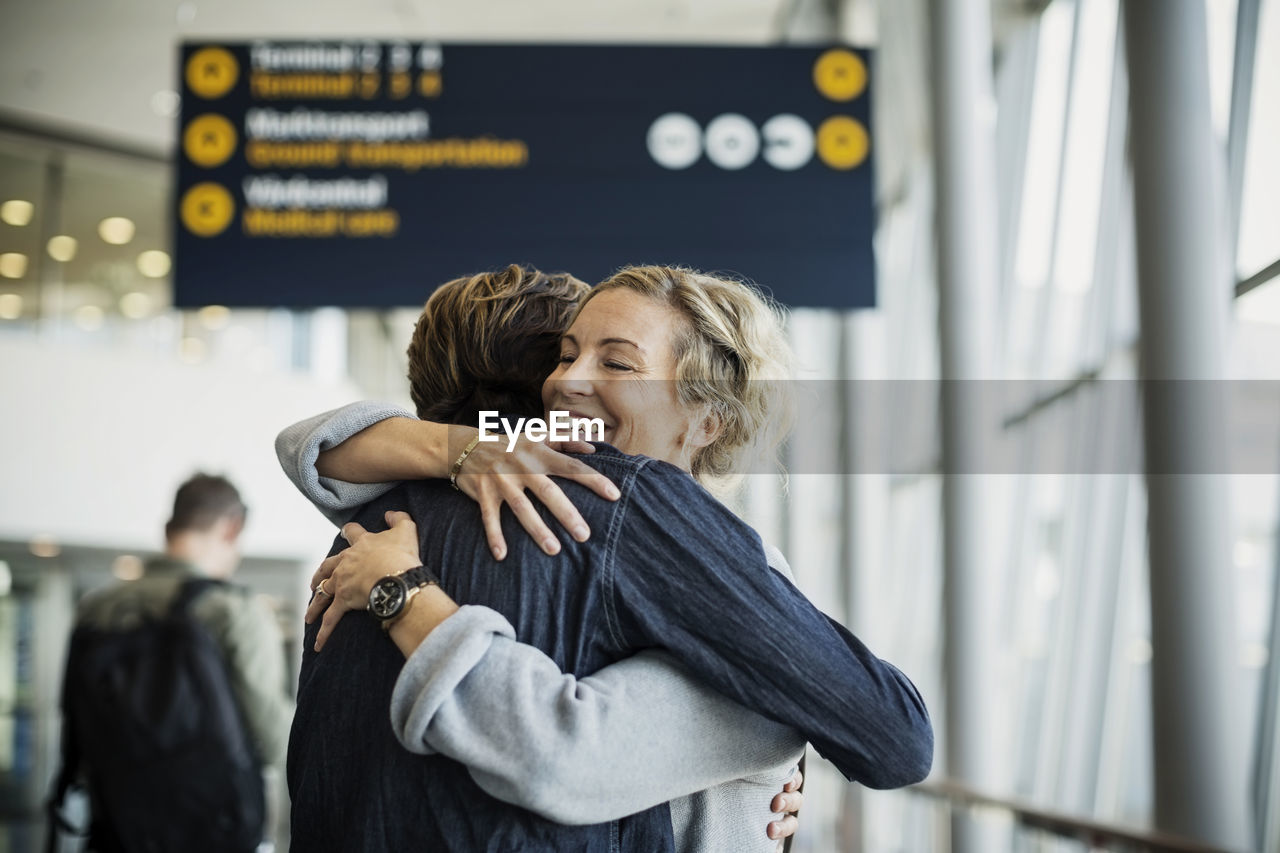 two people, women, couple - relationship, adult, togetherness, men, heterosexual couple, love, standing, positive emotion, smiling, focus on foreground, embracing, emotion, happiness, lifestyles, real people, waist up, people, arm around