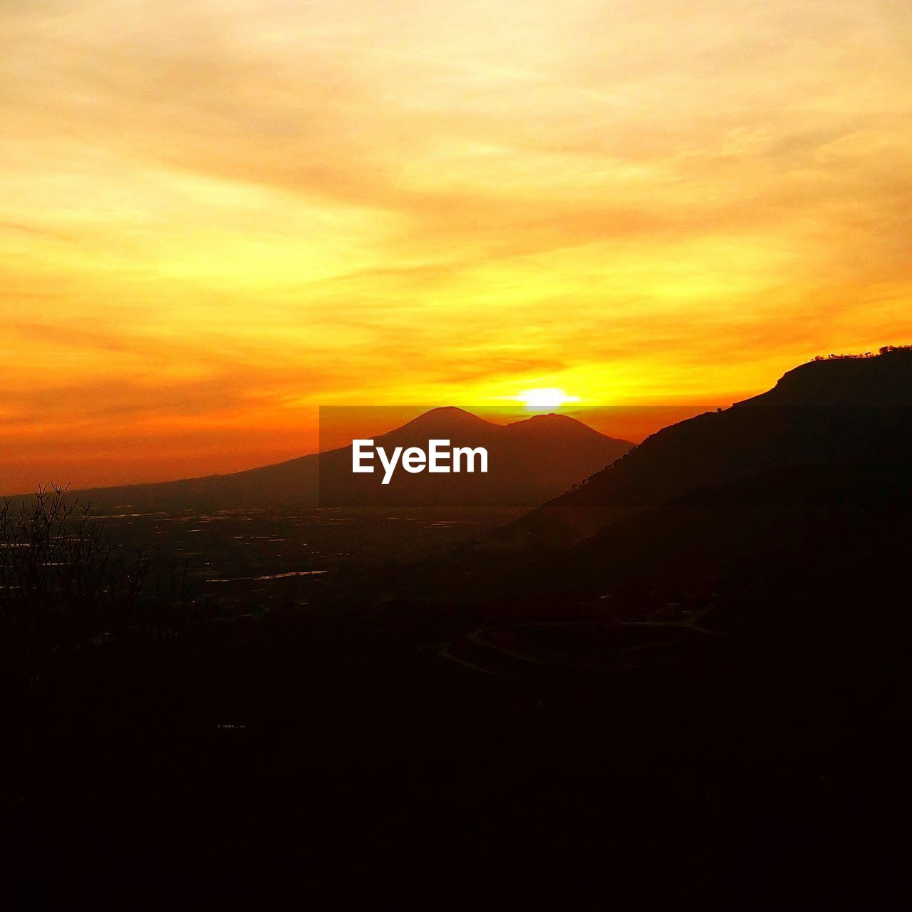 sunset, mountain, orange color, silhouette, nature, beauty in nature, scenics, tranquil scene, tranquility, no people, landscape, sky, outdoors, mountain range