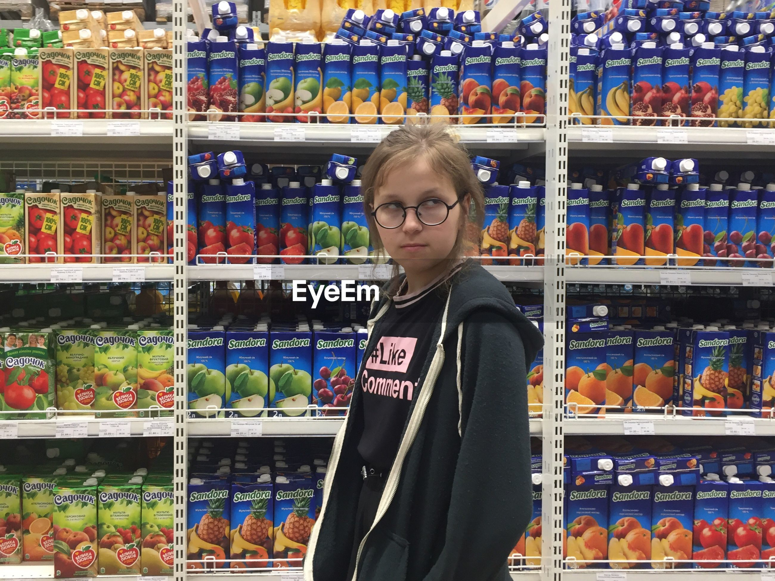 shelf, one person, abundance, retail, indoors, real people, large group of objects, lifestyles, standing, young women, women, young adult, supermarket, day, freshness, food, adult, people
