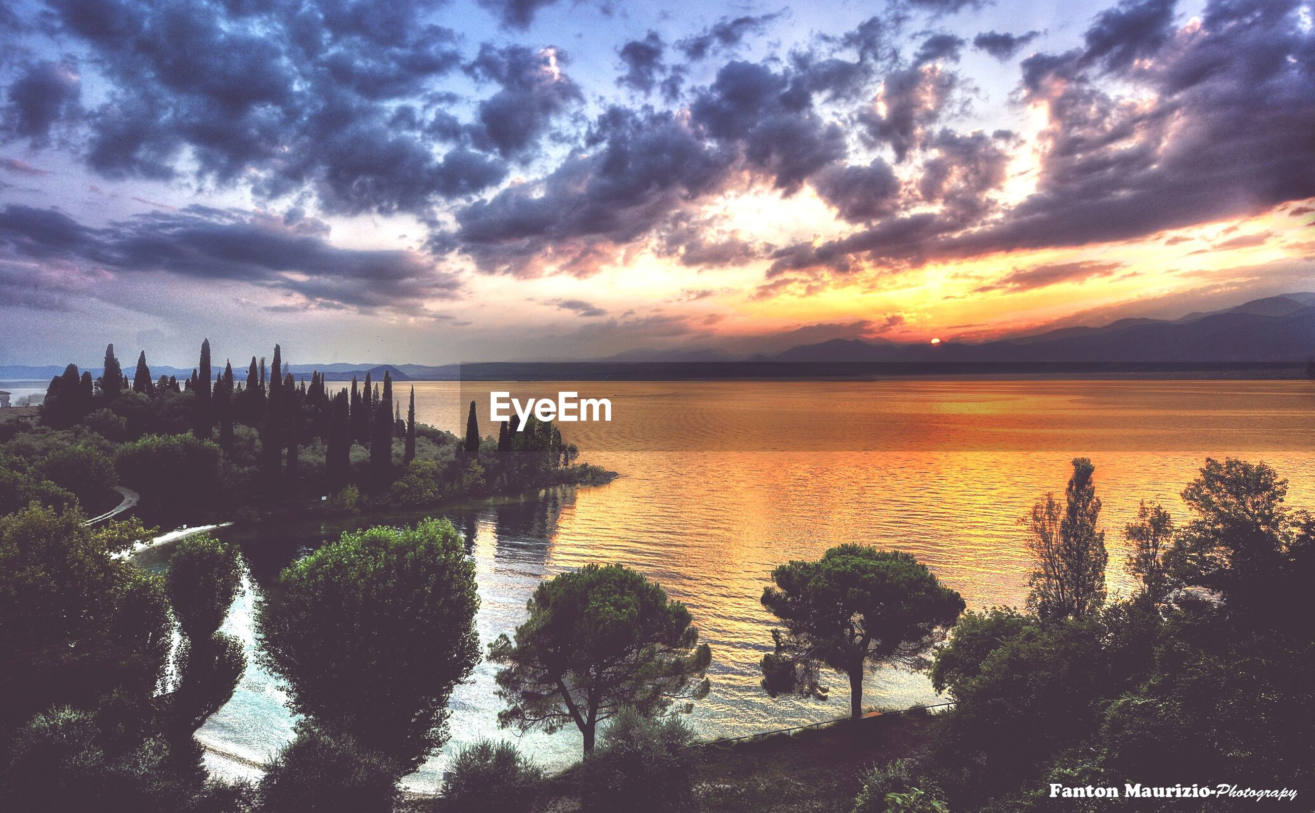 water, sunset, sea, sky, tranquil scene, horizon over water, tranquility, scenics, beauty in nature, cloud - sky, nature, idyllic, reflection, cloudy, cloud, orange color, beach, outdoors, calm, non-urban scene