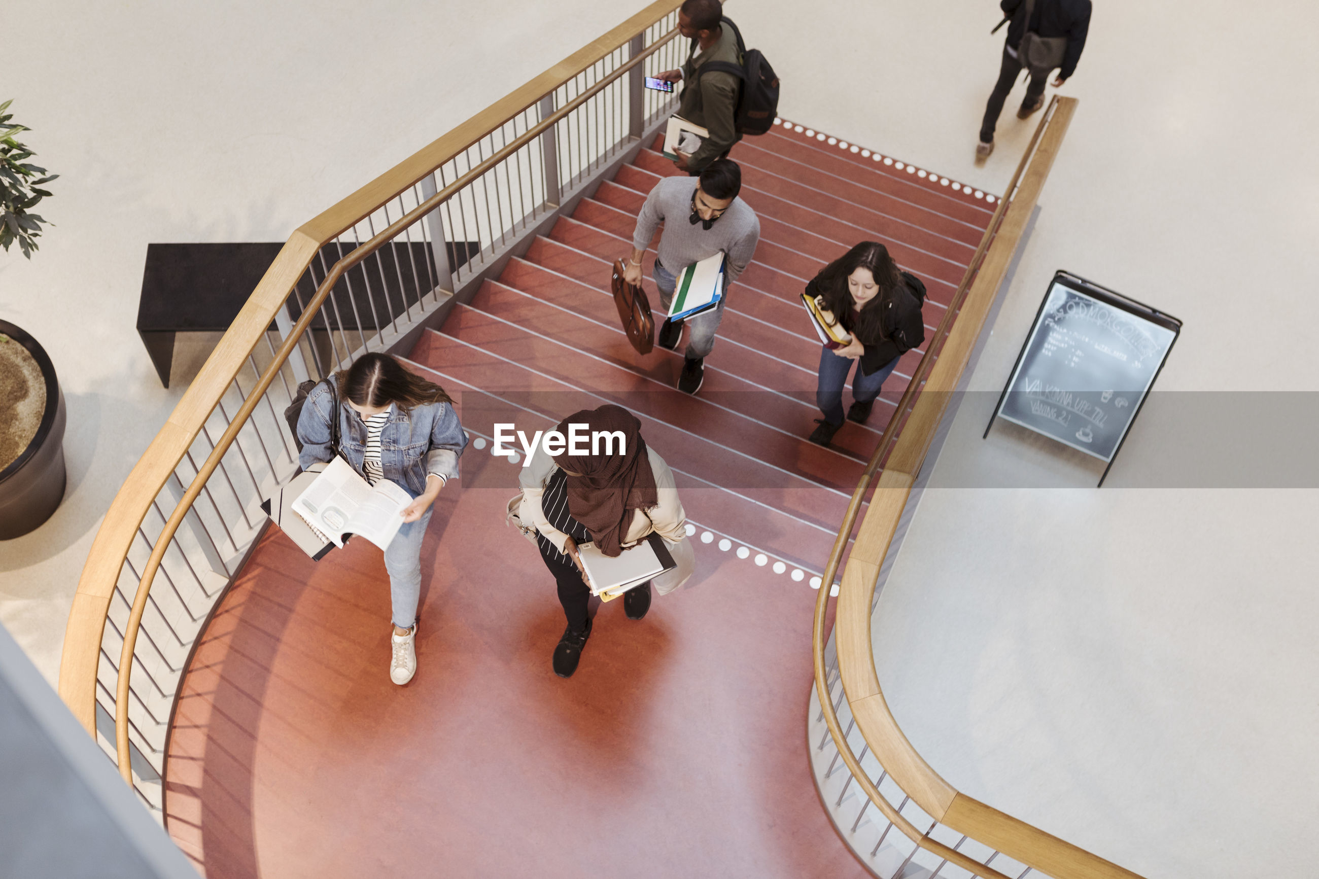 HIGH ANGLE VIEW OF PEOPLE AT STAIRCASE
