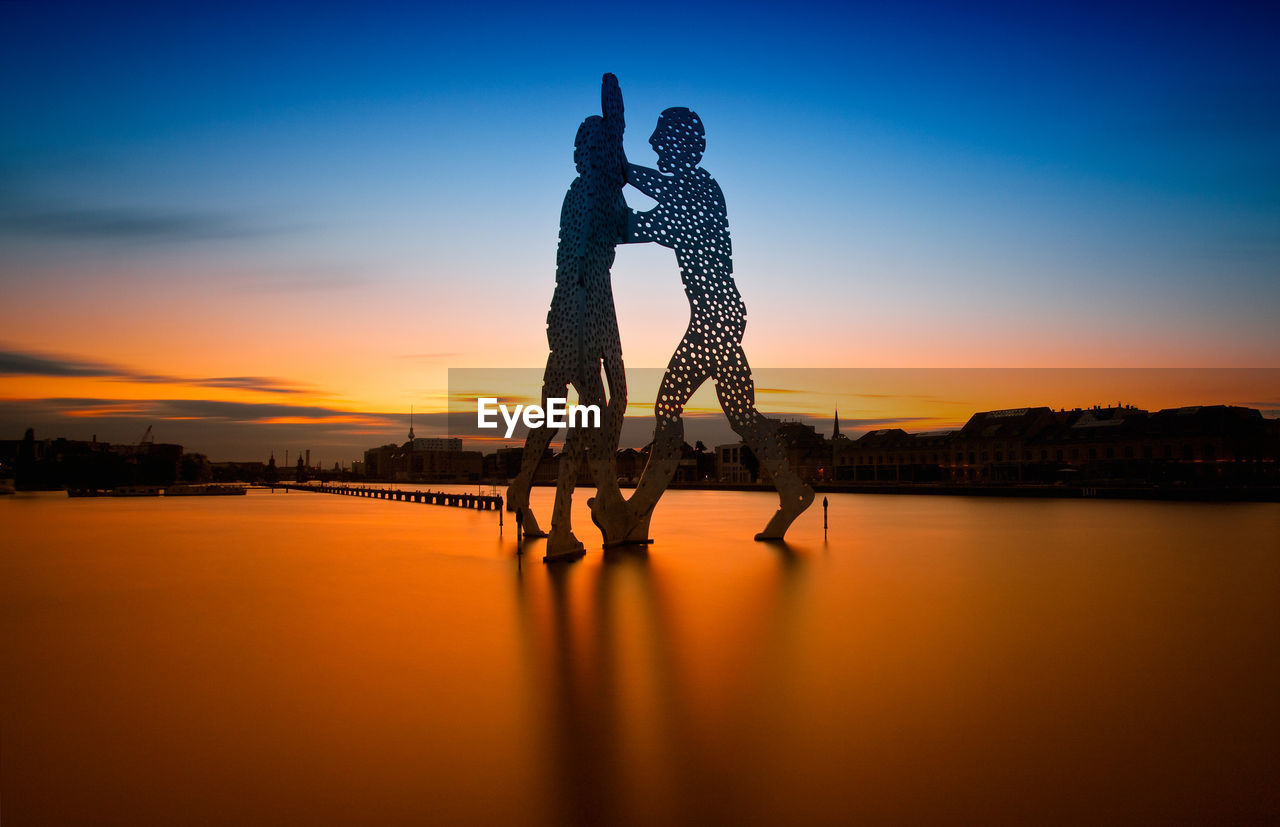 sunset, silhouette, water, sky, two people, love, men, nature, togetherness, real people, outdoors, women, beauty in nature, day, people