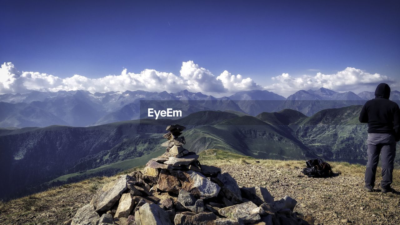 mountain, beauty in nature, scenics - nature, mountain range, sky, leisure activity, tranquil scene, real people, nature, tranquility, environment, rear view, non-urban scene, lifestyles, people, activity, day, landscape, men, outdoors