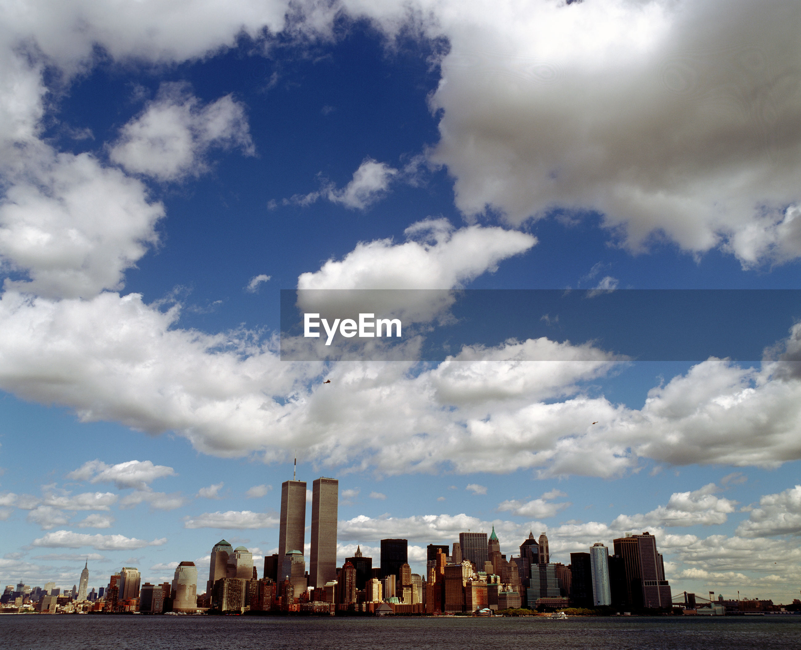 New york city  skyline with clouds, with twin towers