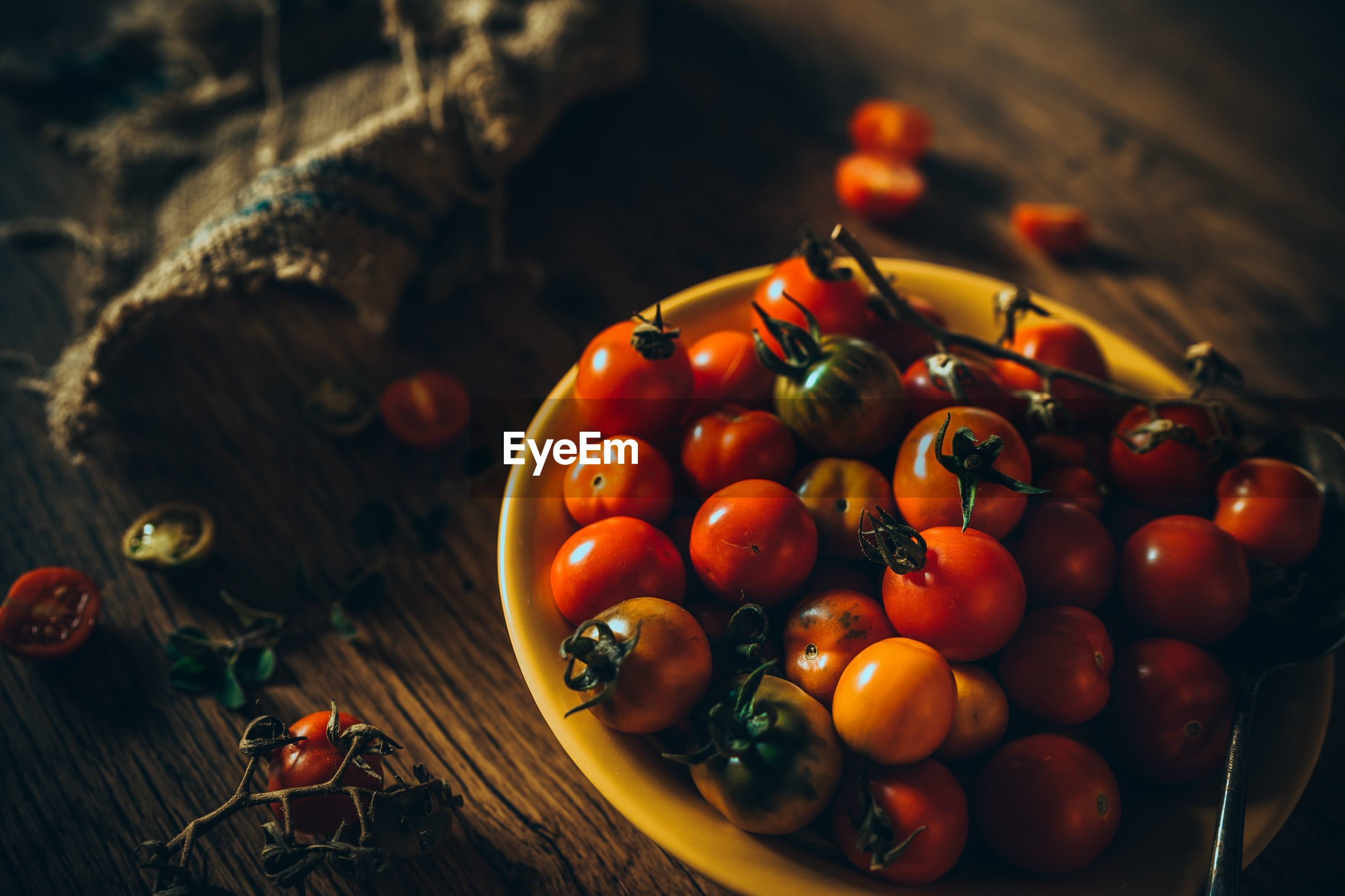 Close-up of cherry tomatoes in bowl on table