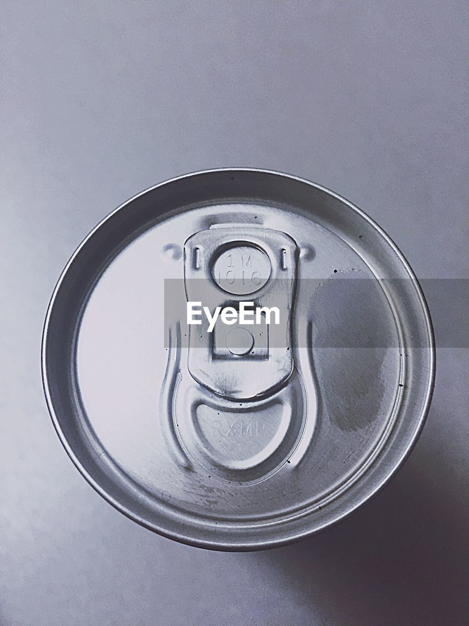 metal, drink can, can, circle, aluminum, drink, close-up, lid, silver colored, no people, beer - alcohol, food and drink, refreshment, alphabet, alcohol, white background, day