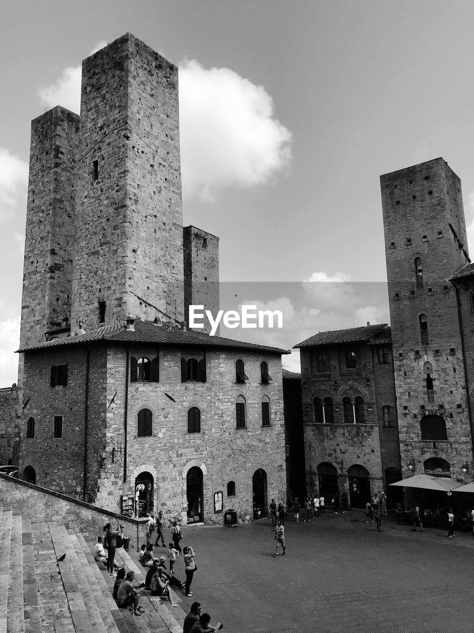 building exterior, architecture, built structure, sky, building, history, the past, city, day, nature, real people, low angle view, cloud - sky, incidental people, tower, outdoors, group of people, old, women, men