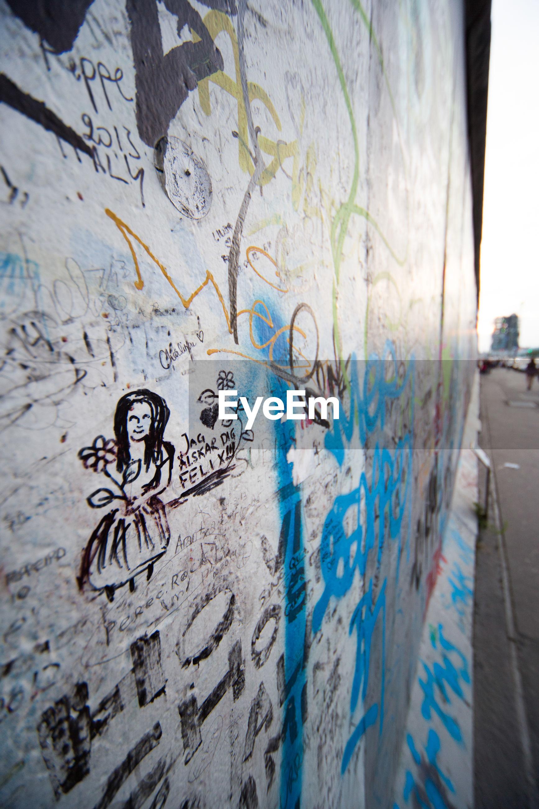 CLOSE-UP OF GRAFFITI ON BRICK WALL