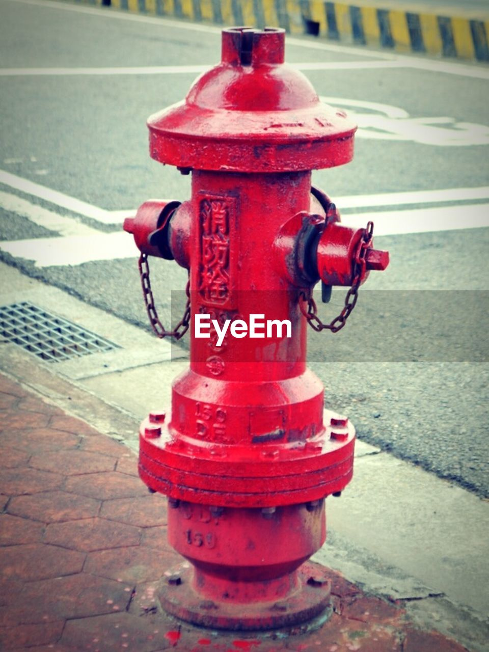 red, fire hydrant, safety, protection, outdoors, street, day, no people, water, cleat, close-up