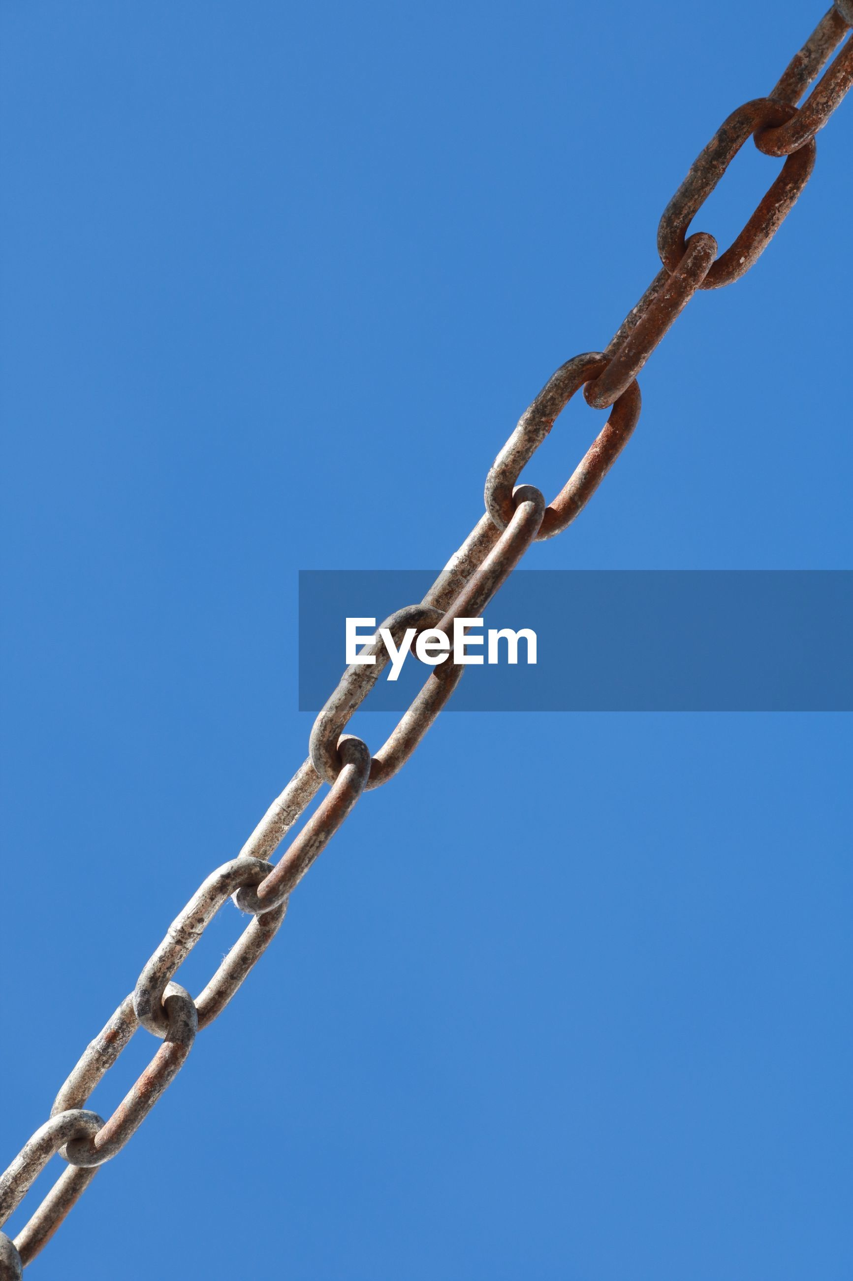 LOW ANGLE VIEW OF CHAIN AGAINST SKY