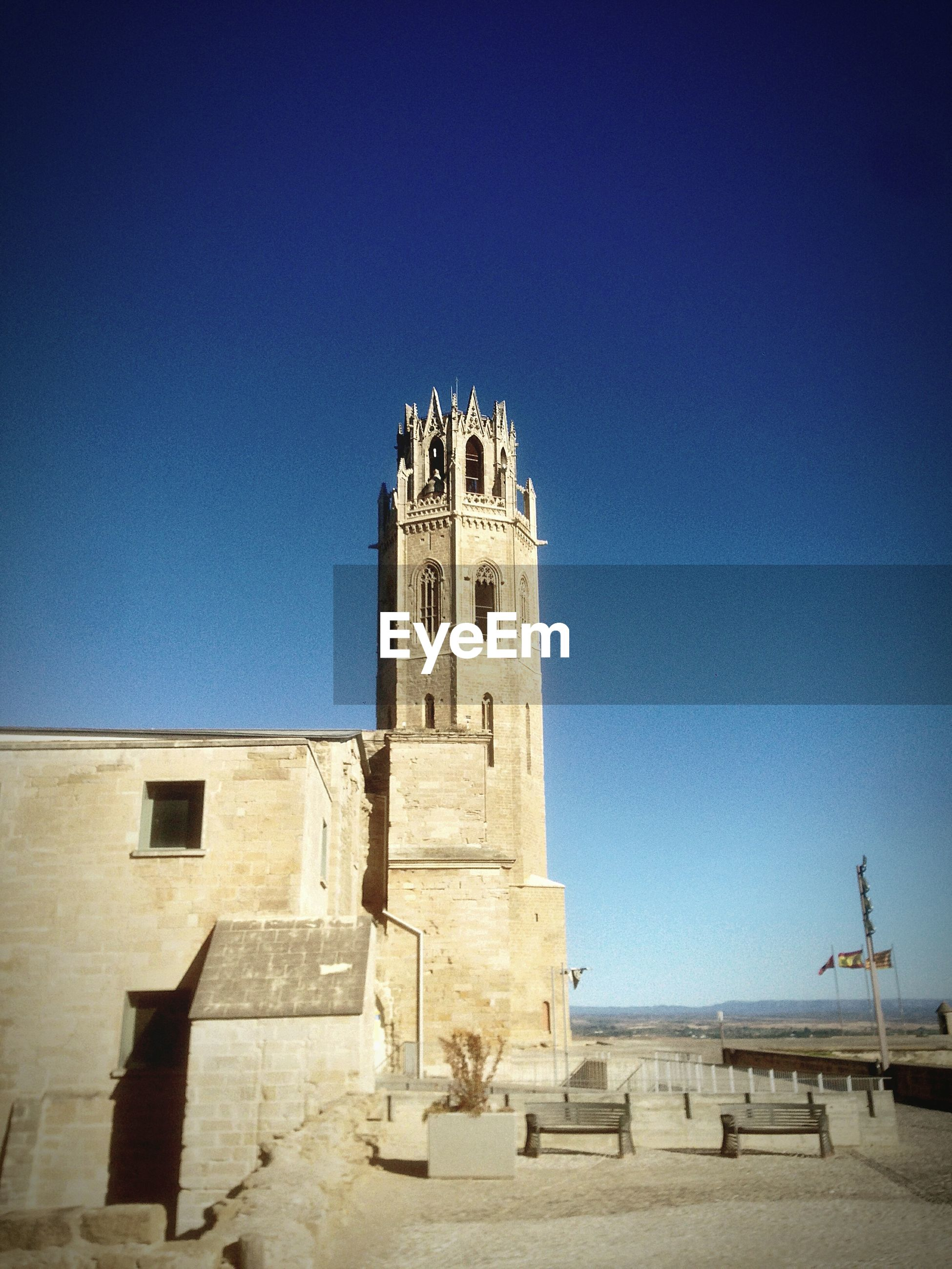 architecture, building exterior, built structure, clear sky, religion, place of worship, blue, spirituality, church, copy space, history, low angle view, famous place, travel destinations, cathedral, tourism, tower, travel