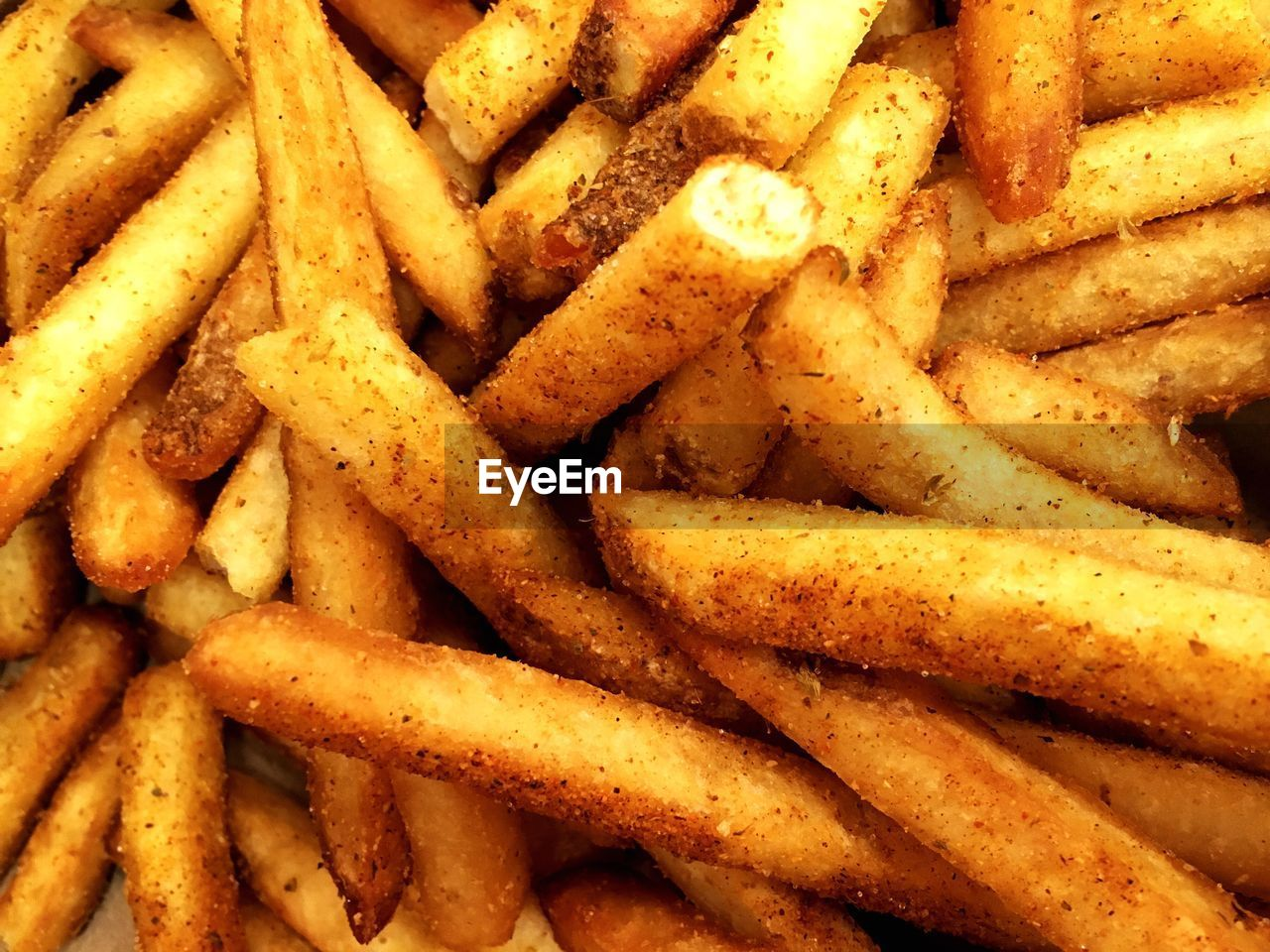 french fries, prepared potato, unhealthy eating, food and drink, food, fried, backgrounds, full frame, fast food, snack, ready-to-eat, deep fried, take out food, close-up, no people, freshness, indoors, comfort food