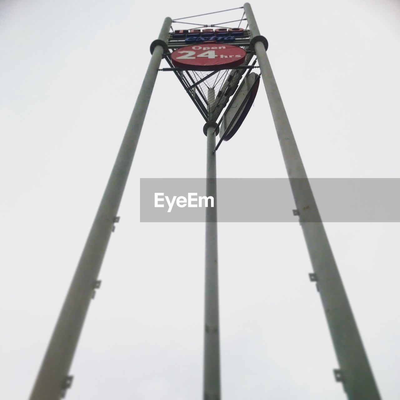 sky, low angle view, no people, nature, metal, day, basketball hoop, basketball - sport, clear sky, sport, outdoors, tall - high, pole, net - sports equipment, amusement park ride, copy space, focus on foreground, street, street light, court, steel, alloy