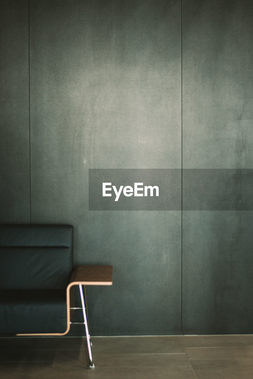 seat, empty, indoors, chair, wall - building feature, absence, no people, architecture, wall, furniture, table, built structure, flooring, domestic room, building, wood - material, relaxation, copy space, blackboard, stage, blank