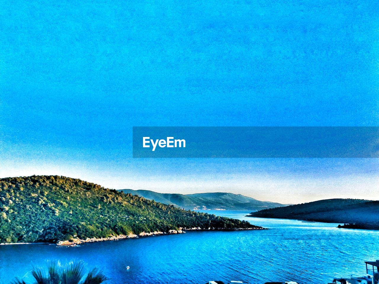 scenics, tranquil scene, blue, beauty in nature, tranquility, nature, water, no people, lake, outdoors, mountain, day, clear sky, waterfront, sky, view into land