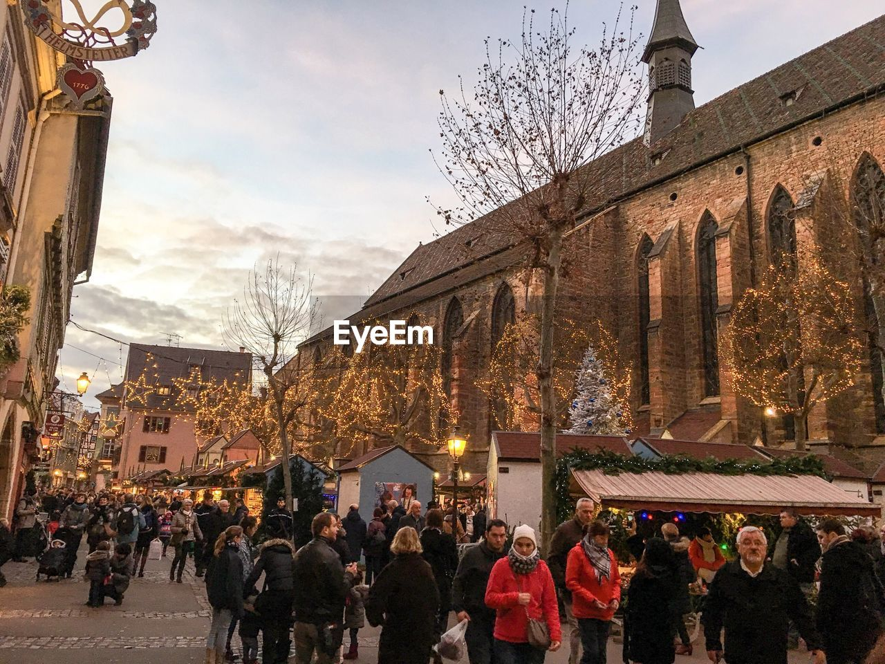 building exterior, architecture, built structure, large group of people, sky, women, leisure activity, men, real people, outdoors, lifestyles, travel destinations, day, tree, city, crowd, people, adult