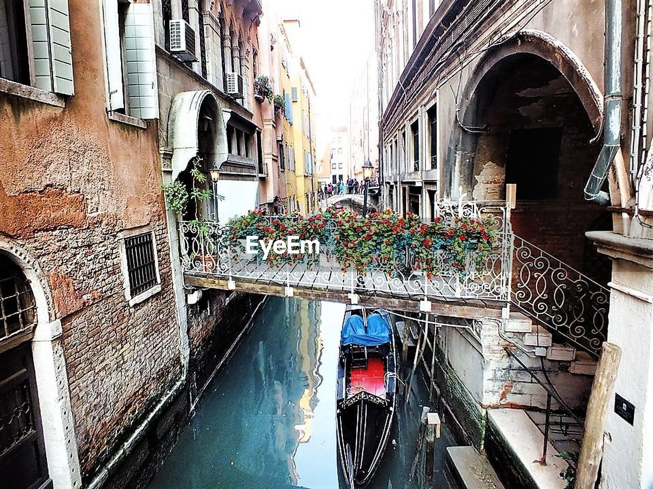 architecture, building exterior, built structure, day, window, canal, transportation, mode of transport, outdoors, water, no people, window box, gondola - traditional boat