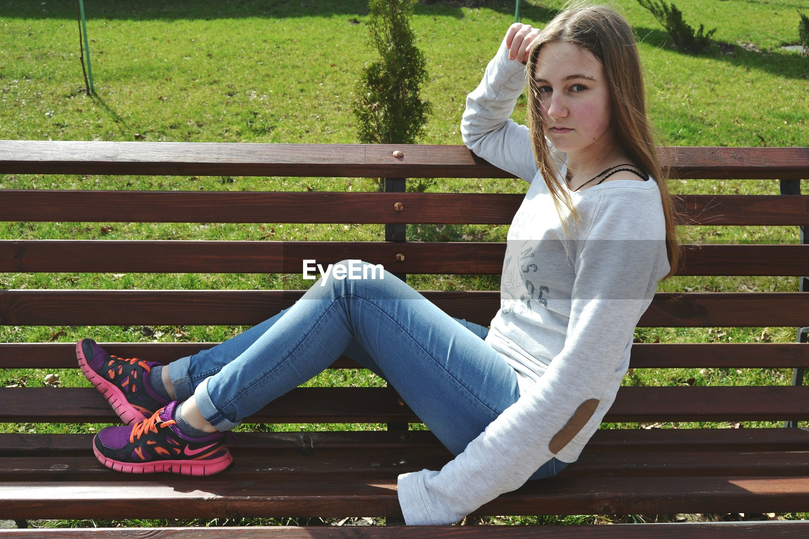 sitting, jeans, contemplation, casual clothing, young adult, young women, one person, women, day dreaming, outdoors, adult, people, day, adults only